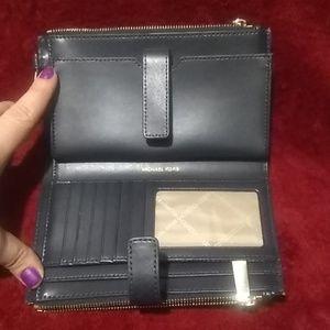 Michael Kors Bags - Brand New Michael Kors Wristlet /Wallet